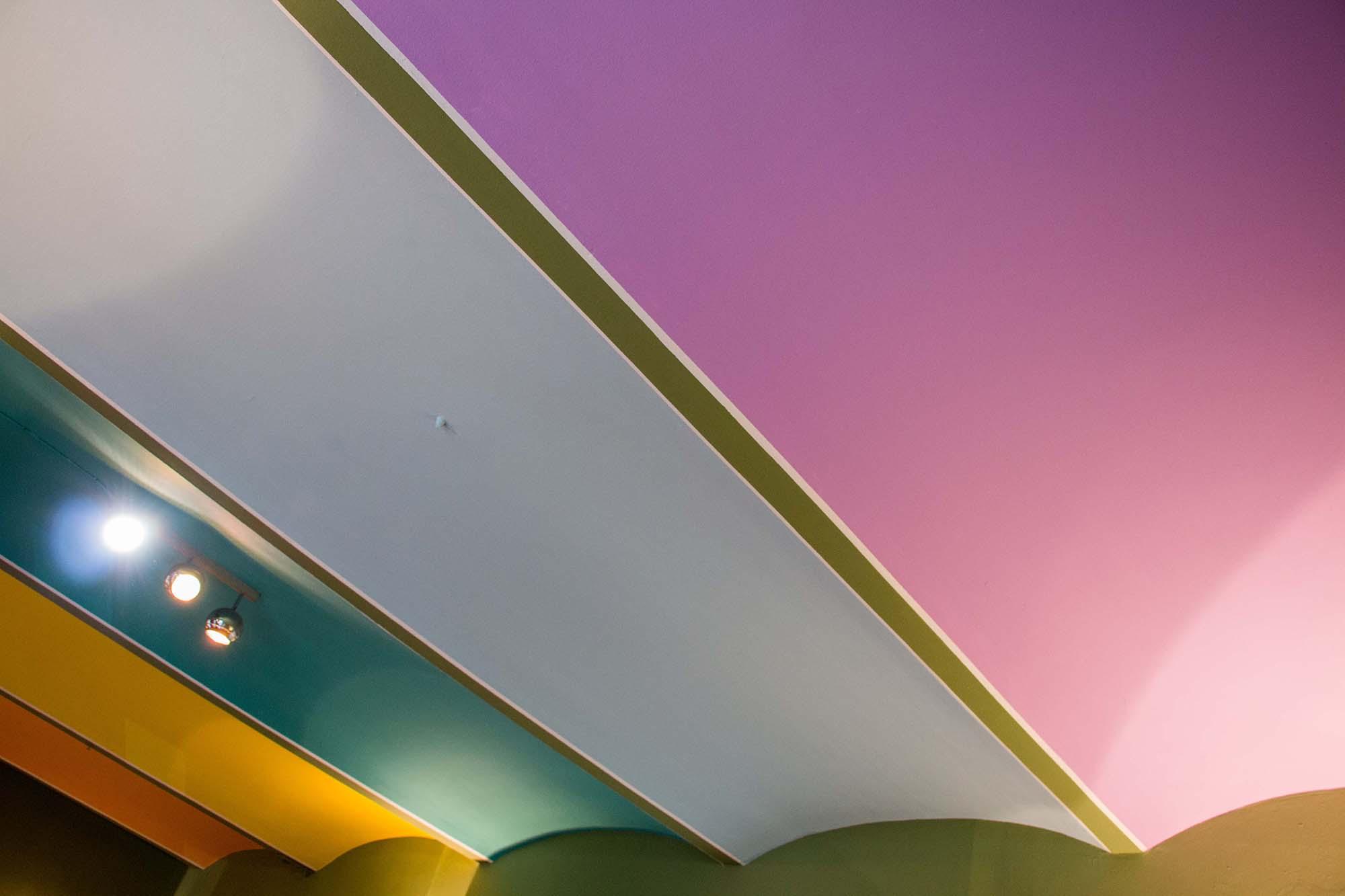 Farblich individuell gestaltete Deckengewölbe